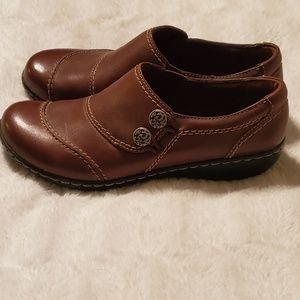 Clarks 6.5 wide sz brown booties